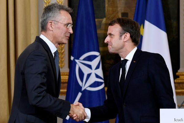 Secretaris generaal Jens Stoltenberg van de NAVO en de Franse president Emmanuel Macron