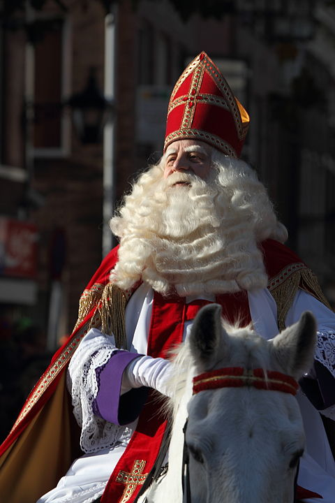 By Sander van der Wel from Netherlands - Intocht van Sinterklaas in Schiedam 2009, CC BY-SA 2.0, https://commons.wikimedia.org/w/index.php?curid=28147010