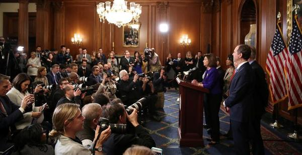 Democraten maken twee Articles of Impeachment bekend (foto: Reuters)
