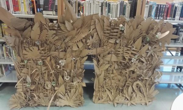 Les 3e ont créé deux panneaux végétaux avec Stéphanie Matéos, cartonniste.