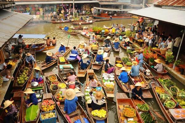 Aanbevolen: de drijvende markt van Amphawa.