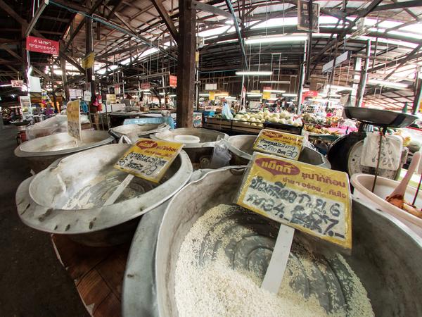 Rijst op de Ming Muang markt in Chiang Mai.
