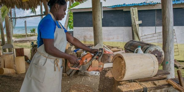 Belize's first female drum-maker: Daytha Rodriguez crafting a drum | © Jessica Vincent