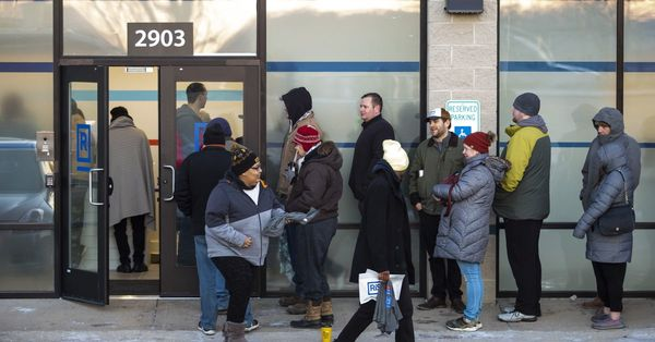 Thousands flock to weed shops as Illinois' pot prohibition comes to an end