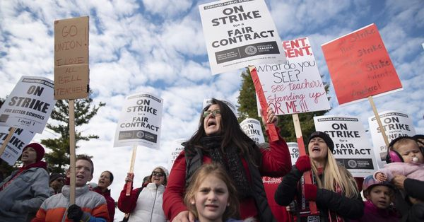 New CPS-CTU fight over veteran teacher pay could hold up entire contract that ended historic teachers strike