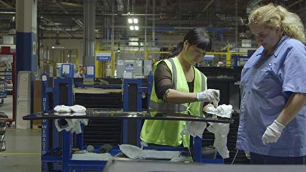 Kinesernes metafor om amerikanere på fabrikken i American Factory: «Eselet må strykes medhårs. Ellers sparker det dere. Vi må bruke visdommen vår for å veilede og hjelpe dem. For vi er flinkere enn dem»