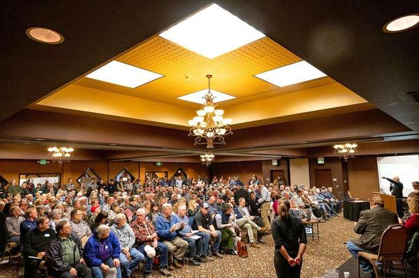 Discussion on Snake River dams draws crowd