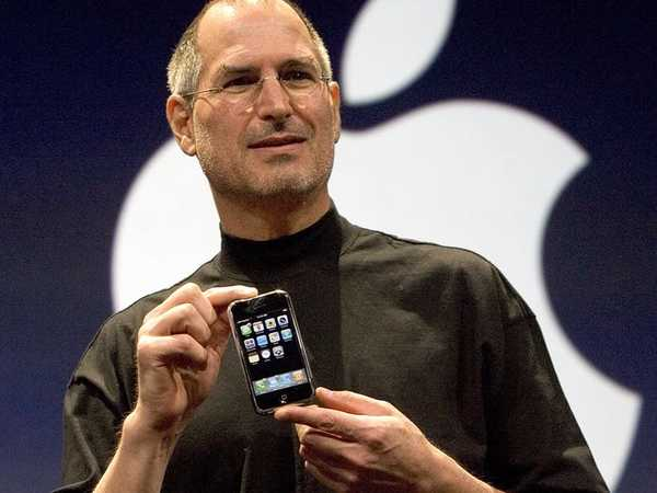 Steve Jobs giới thiệu chiếc iPhone đầu tiên