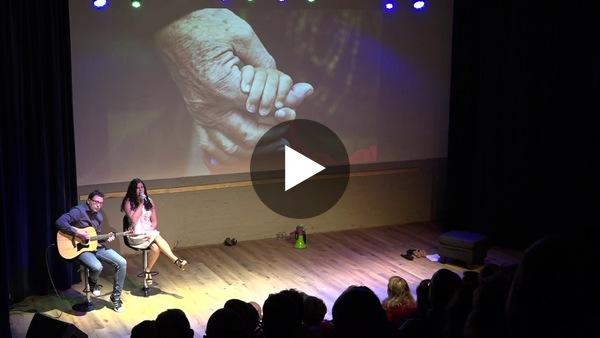 """Lied op basis van werk Werkgroep Dementievriendelijk Kaag & Braassem: """"Zie in je ogen dat je niet meer weet"""" - Oudejaarsconference Luid Kaag & Braassem 2019 (video)"""