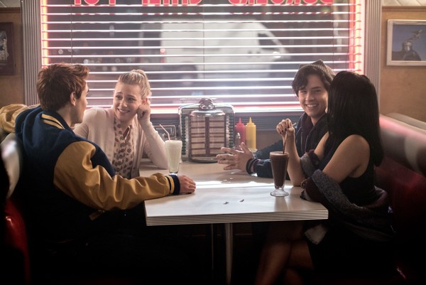 Por qué merece la pena acercarse a 'Riverdale'
