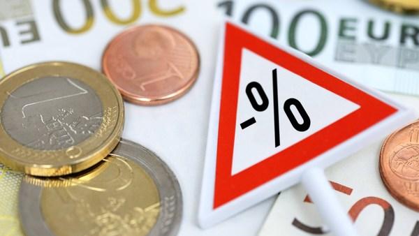 Wer jetzt noch spart, ist selber schuld: Muss uns die Politik vor den Minuszinsen retten?