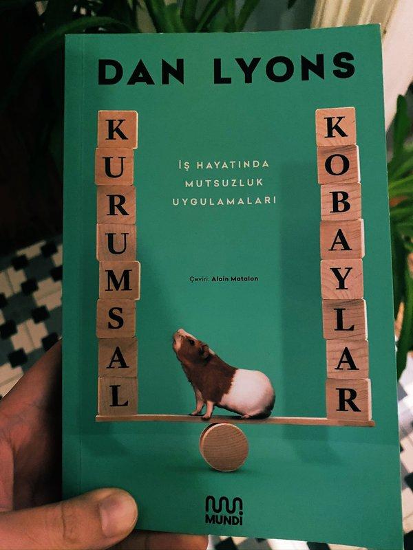 Lab Rats kitabı Kurumsal Kobaylar ismiyle Türkçe'ye de çevrildi. Yazarın startup dünyasını ele aldığı Disrupted adında bir kitabı daha var.