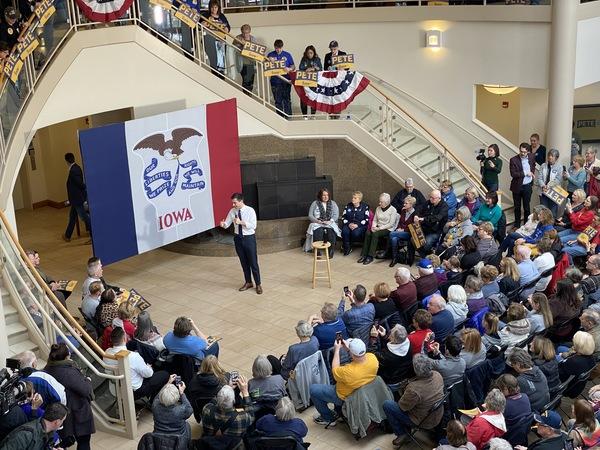 Pete Buttigieg op een campagnebijeenkomst in Dubuque, Iowa (foto: AvdH)