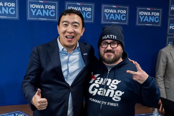 Andrew Yang met een campagnevrijwilliger