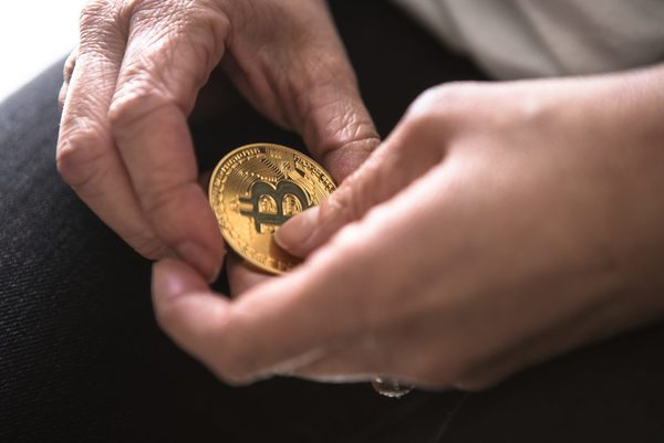 Analyse: Bitcoin en Altcoins consolideren bij bullish signalen - WANT