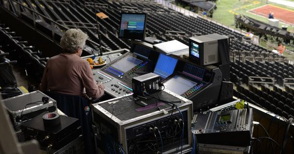 How the Super Bowl halftime show gets set up in just 6 (!) minutes