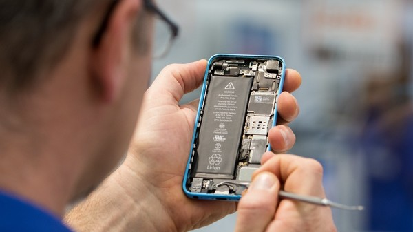 Apple's Independent Repair Program Is Invasive to Shops and Their Customers, Contract Shows