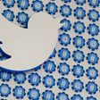 Twitter hits $1 billion in revenue as it draws in more users - CNET