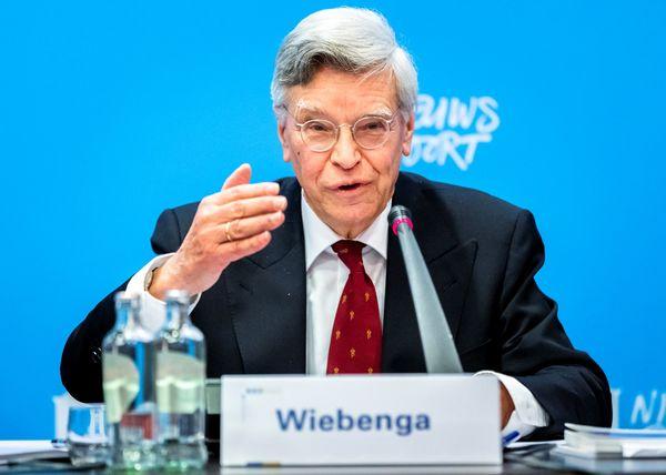 De voorzitter van de kiesraad Jan Kees Wiebenga
