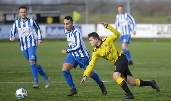 Gianni de Bruin wijst SV Lopik de weg tegen FC Perkouw