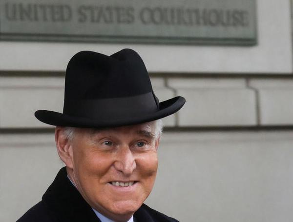 Roger Stone bij de rechtbank in Washington D.C. (foto: Reuters)