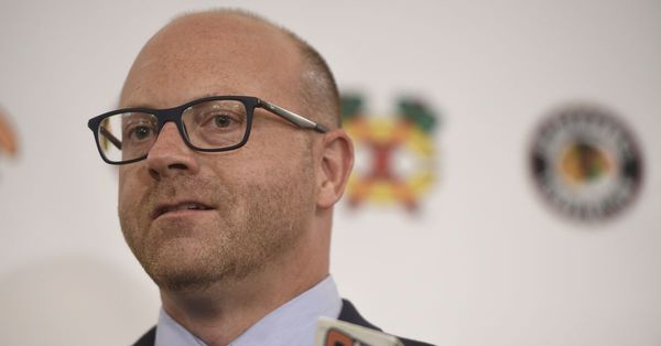 Blackhawks GM Stan Bowman fails to significantly brighten team's future