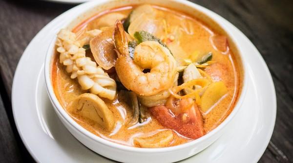 Schönes thailändisches Essen, aber nur zu Hause!