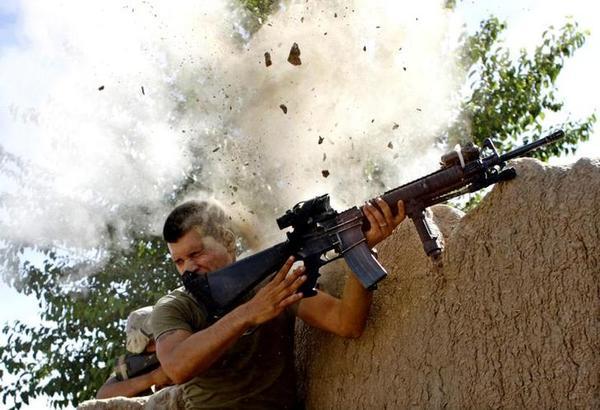 Een Amerikaanse soldaat in gevecht met de Taliban in de Afghaanse provincie Helmand (foto: Reuters)
