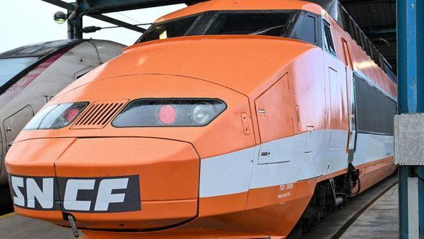 Une tournée d'adieu pour Patrick, le premier TGV de l'histoire qui avait fini sa carrière entre Paris et Lille - Afscheidsrondje voor Patrick, de eerste hogesnelheidstrein tussen Parijs en Rijsel