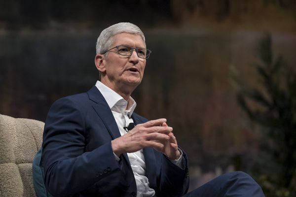 Apple's Cook Offers Work From Home This Week to Most Staff