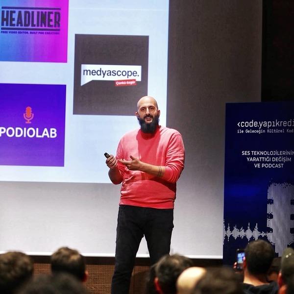 Uraz Kaspar Podcast'in teknik yönüne dair bir sunum gerçekleştirdi