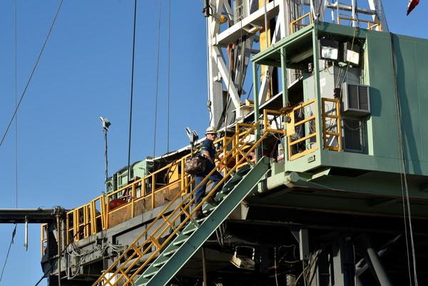 Western states to lose revenue as crude prices collapse