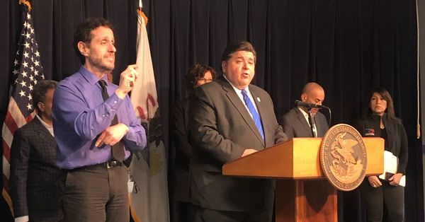 Pritzker orders all bars and restaurants to close to dine-in customers by end of day Monday