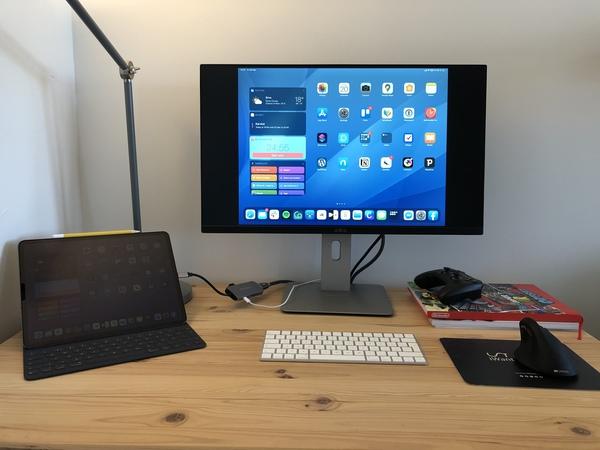 """Má nová domácí kancelář - iPad Pro + 27"""" monitor"""