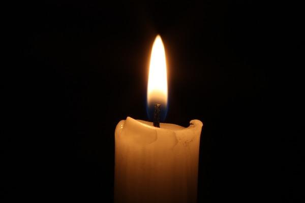 Des bougies à la fenêtre: un signe commun d'espérance - EREN