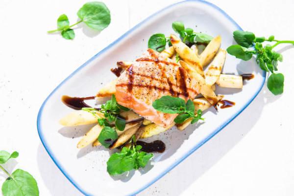 Geroerbakte asperges met zalm (klik voor het recept)
