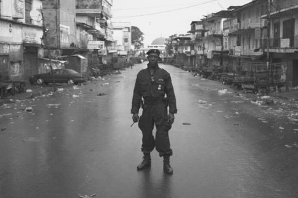 The idea of a lockdown to stop the spread of a contagious disease is not new, especially in Africa. In 2015 Sierra Leone's government imposed a 3-day lockdown forcing people to stay at home as they were trying to stop the spread of the deadly Ebola disease. 📷 A soldier standing in the middle of the deserted streets of Freetown, Sierra Leone (2015)