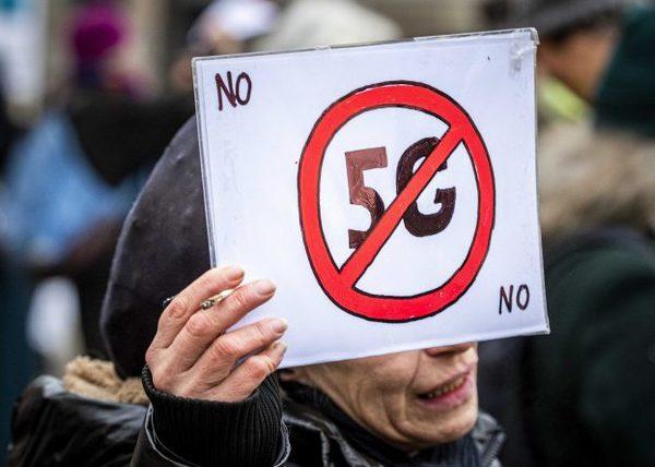 5G masten in Verenigd Koninkrijk gaan in vlammen op wegens complottheorieën