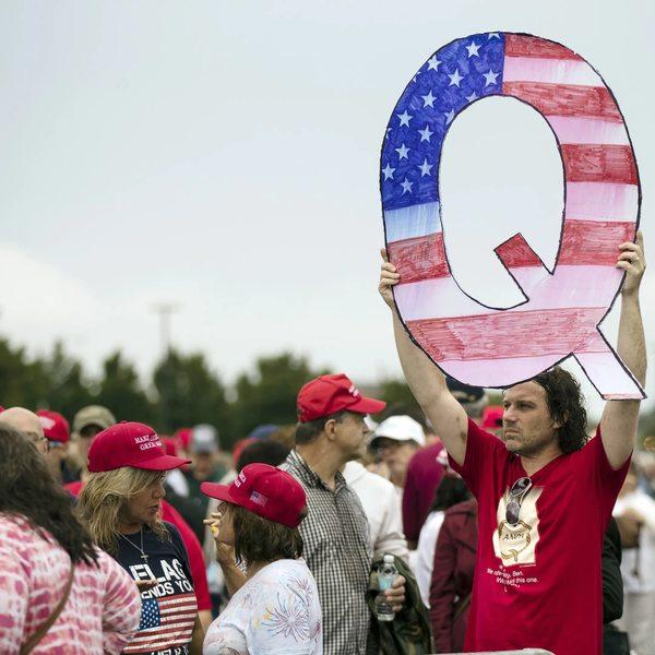"""""""QAnon"""" – der Aufstieg einer gefährlichen Verschwörungstheorie"""