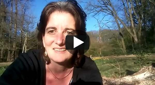 Anne Griet Brader leest 'De liefde' uit 'Zie naar jou om'
