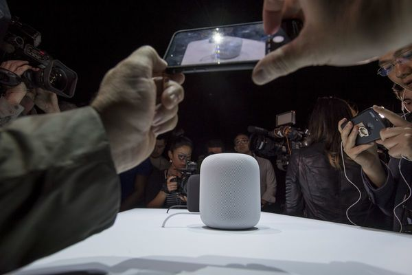 Apple Plans IPad-Like Design for Next IPhone, Smaller HomePod