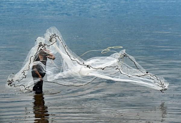 Ein Fischer in Thailand.