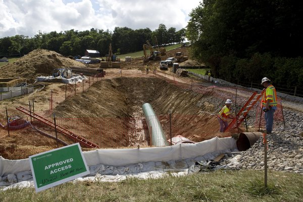 U.S. delays oil pipeline approvals after environmental ruling