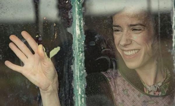 İşte bir pencere önü karesi: Sally Hawkins, Maud rolünde süper bir oyunculuk sergiliyor