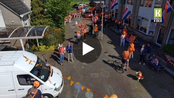 WOUBRUGGE - Oranje straten op Koningsdag (video)