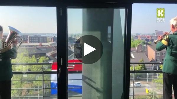 ROELOFARENDSVEEN - Wilhelmus vanaf de watertoren (video)