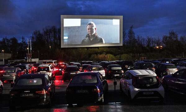Social distance cinema: drive-in theatres boom – in pictures | World news | The Guardian