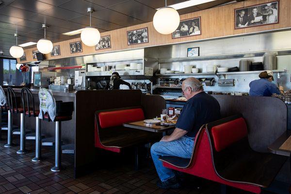 Georgia was een van de eerste staten die de restricties afbouwde. Restaurants, fitnesscentra, bowlingzalen en kapperszaken mochten eind april weer open (foto: Reuters)
