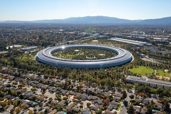 Apple Plans to Return More Staff to Offices in Break From Rivals