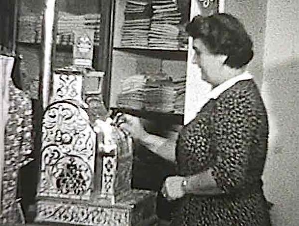 Westzaan 1950, Havik manufacturen (filmpje)   De Orkaan